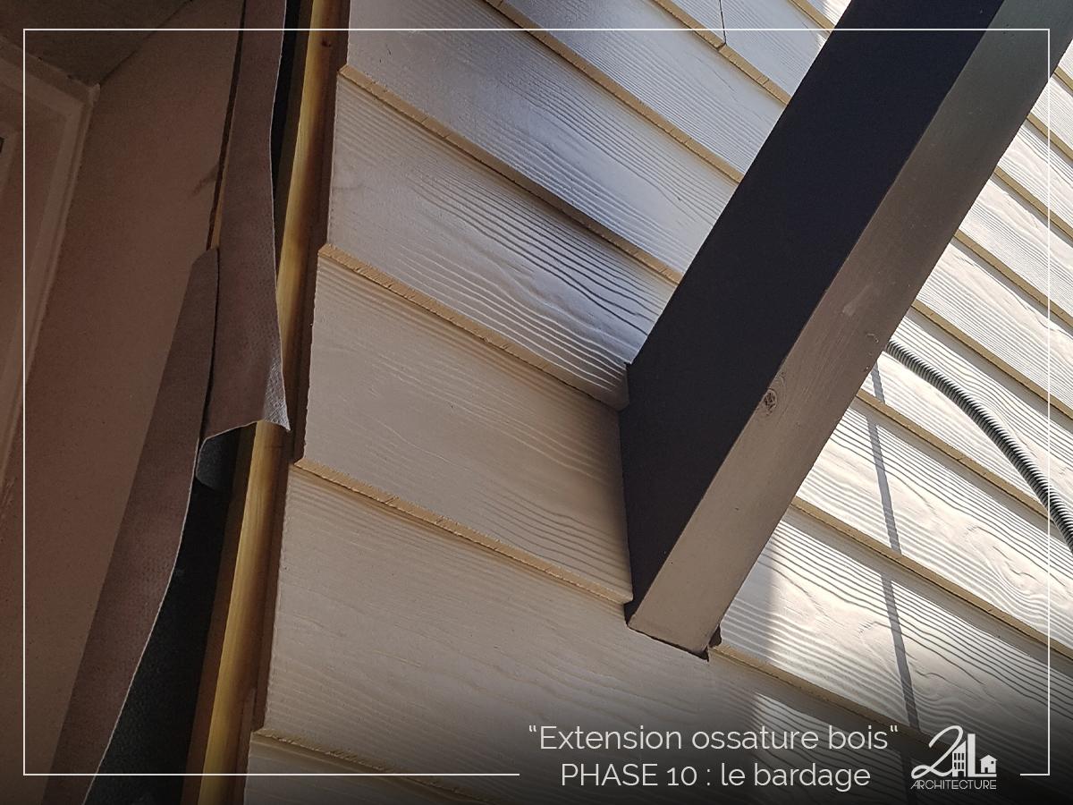Suivez le chantier de la construction d'une extension en ossature bois. Phase 10, le bardage