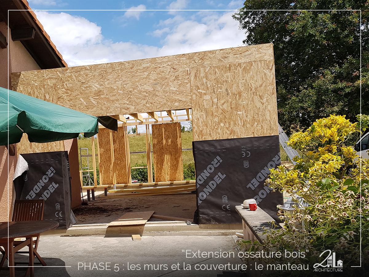 Suivez le chantier de la construction d'une extension en ossature bois. Phase 5, les murs et la couverture (le manteau)